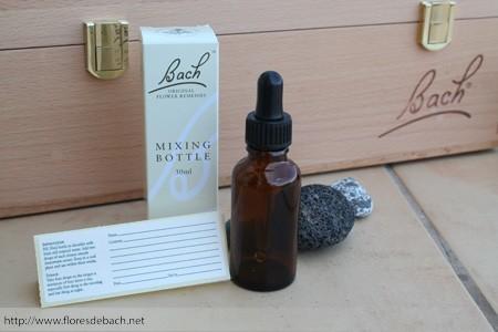 bote para los preparados de las flores de bach con su etiquetado